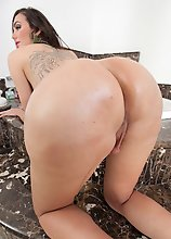Huge thick shecocks, round tranny asses, and thirsty shemale ass-holes that begged to be stuffed.We have the gorgeous Jennifer Satine stopping by for